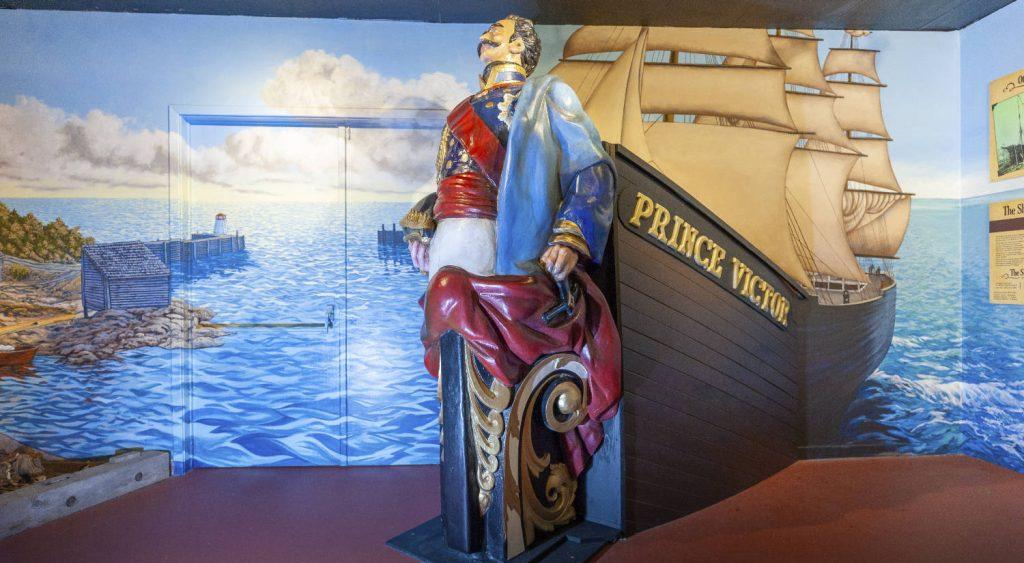 Figure de proue originale restaurée du navire local Prince Victor.